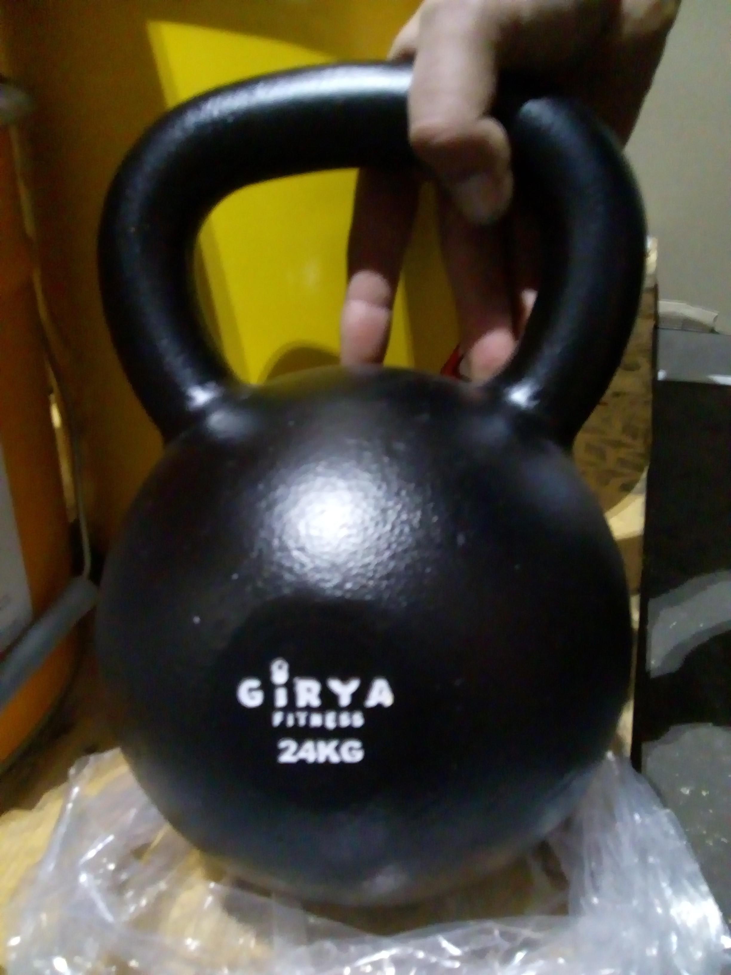 Białe Logo Girya Fitness
