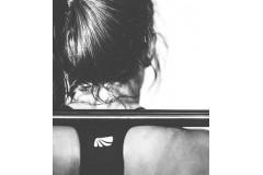 Kobieta i trening siłowy.